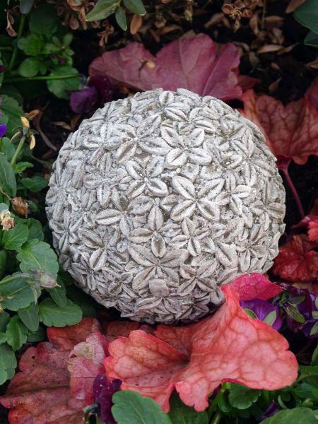 Blütenkugel aus Steinguss