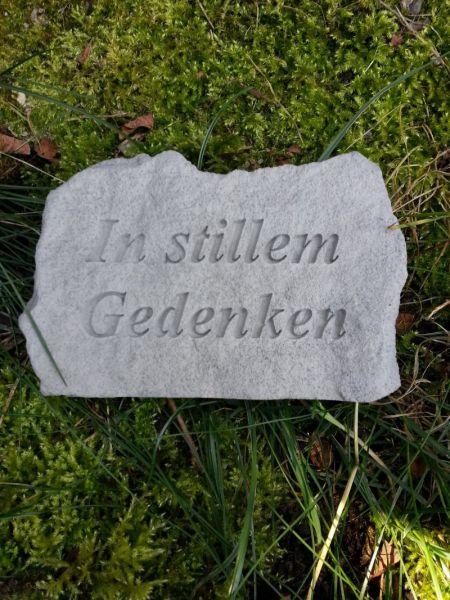 """Gedenkstein mit Spruch """"In stillem Gedenken"""" aus Steinguss"""