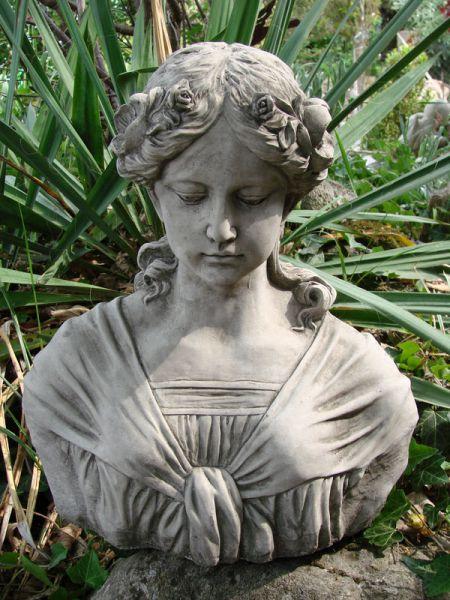 Büste Luise aus Steinguss