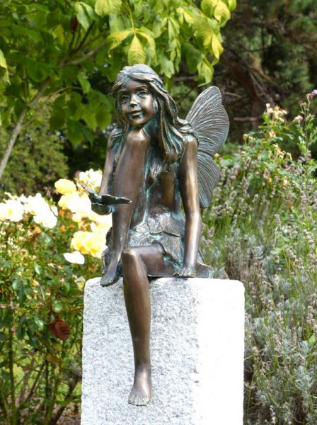 Bronzefigur Fee mit Schmetterling von Rottenecker