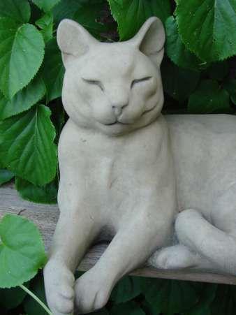 Katze aus englischem Sandsteinguss