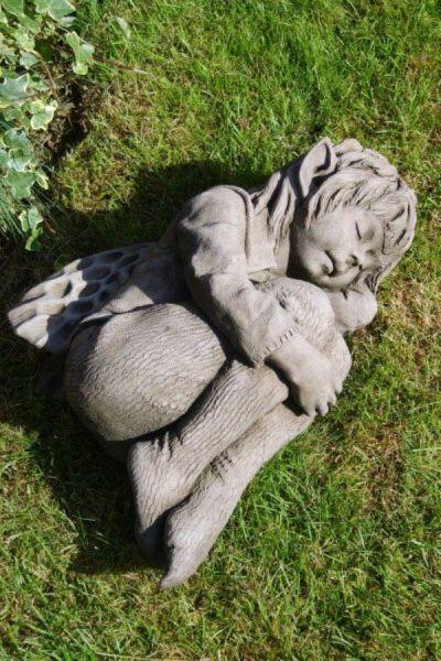 Gartenfigur Elfe Faye aus Steinguss