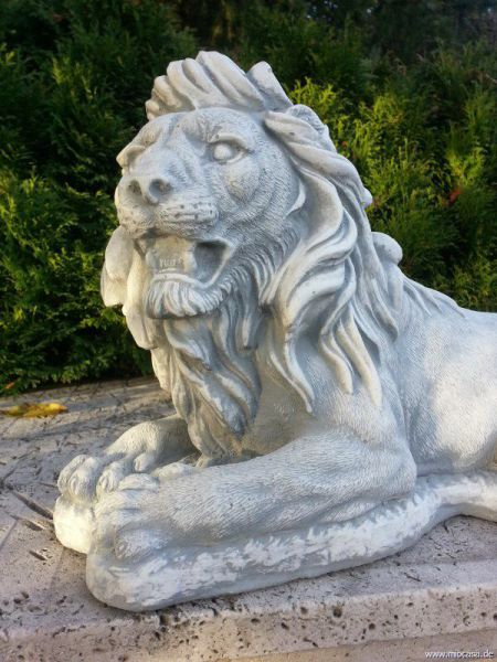 Löwe liegend aus Steinguss weiß