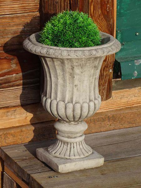 Amphore aus Steinguss für den Garten