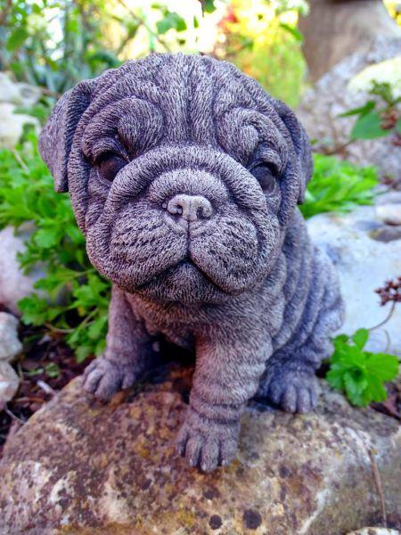 Mops Hundefigur aus Steinguss