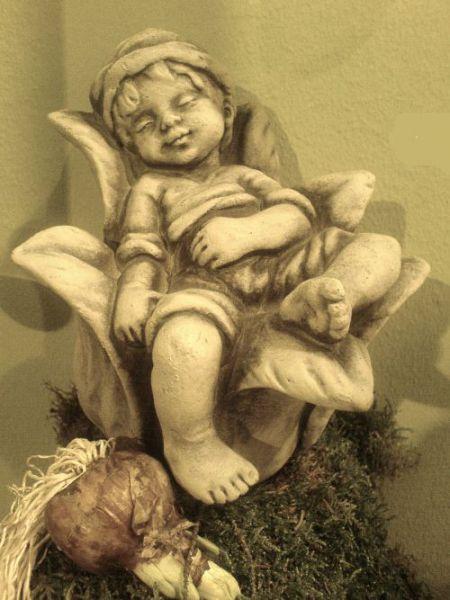 Sprössling Glockenblume aus Steinguss