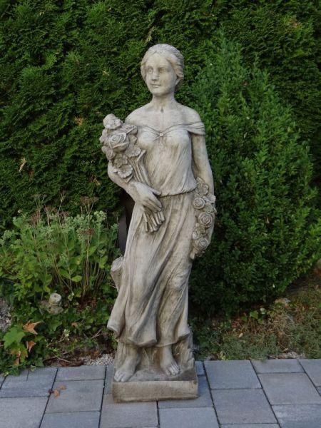 Large Rosegirl aus Steinguss