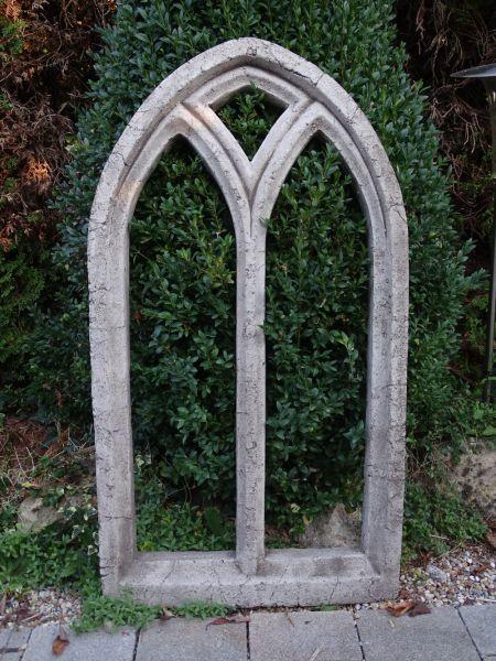 Ruinenfenster-gross aus Steinguss