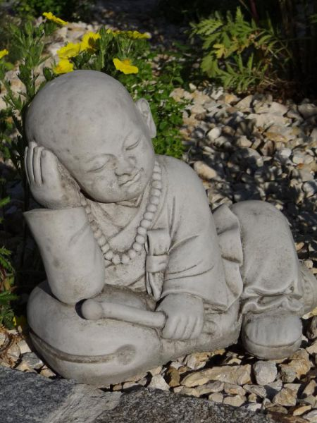 Buddha Child sitzend