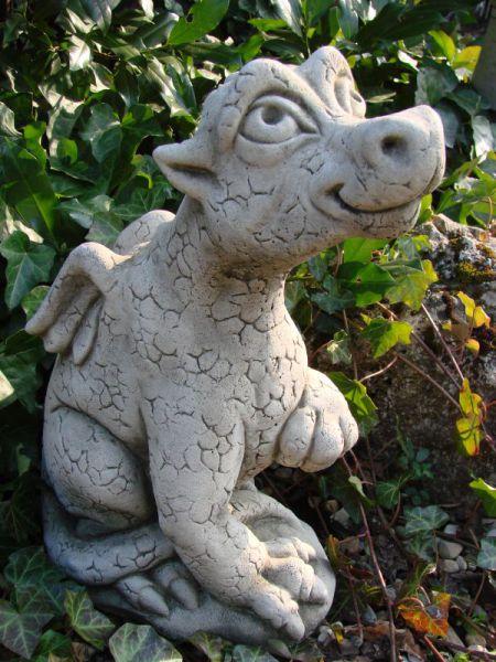 Nose up Dragon aus Steinguss