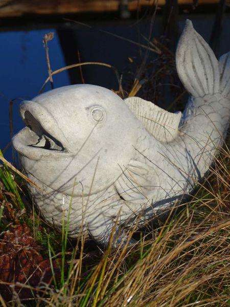 Teichfigur Fisch als Wasserspeier