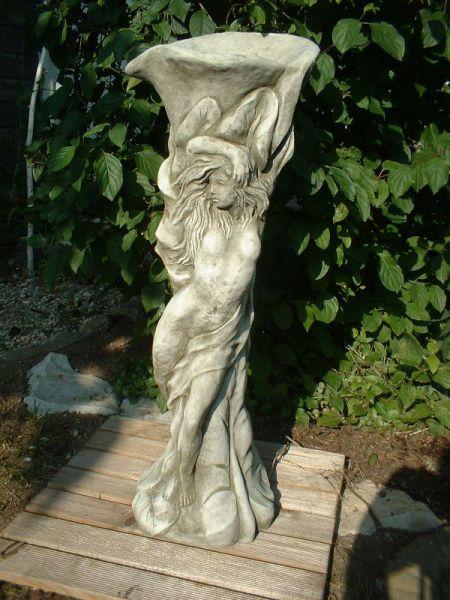 Lilly Ladie - Skulptur aus Steinguss
