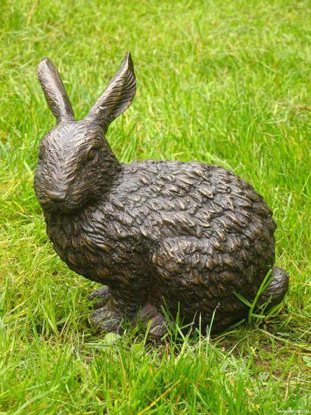 Bronzefigur Hase sitzend