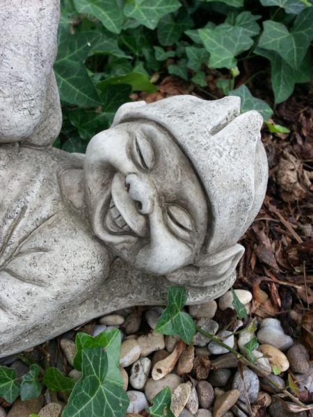 Englische Gartenfigur Kobold aus Steinguss