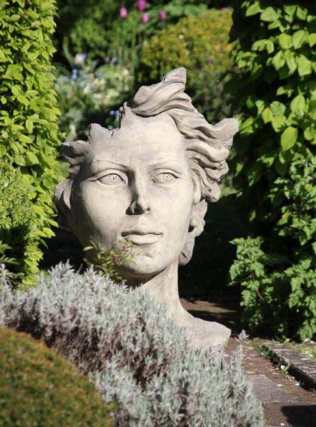 Gartenskulptur Frau