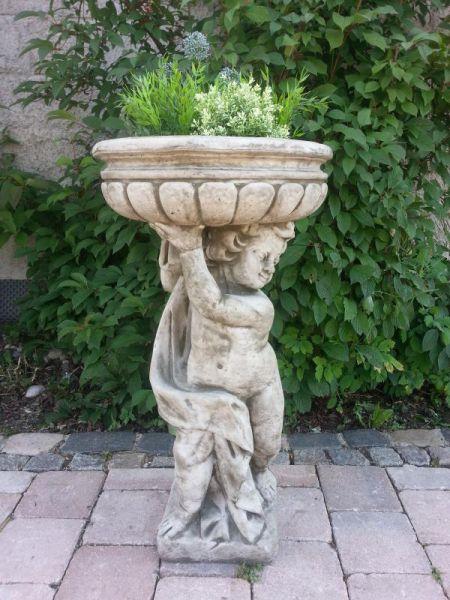 Cherub Planter Vase aus Steinguss