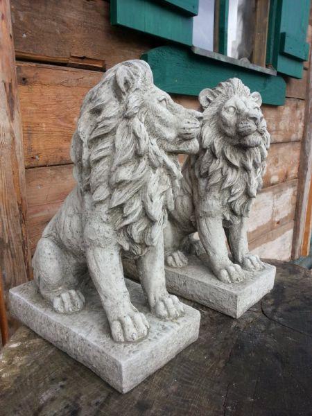 Löwenpaar aus Steinguss