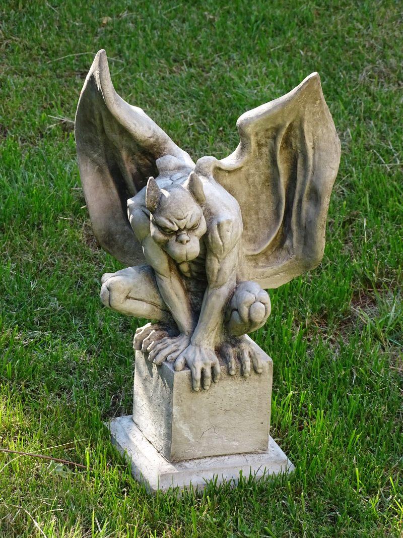 Gargoyles gartenw chter torw chter und hausw chter aus for Gartenfiguren aus steinguss