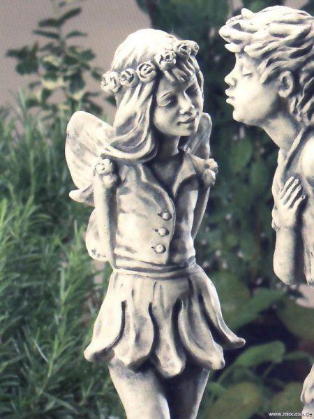 Elfe Jola Mädchen auf gebrochenem Herz aus Steinguss