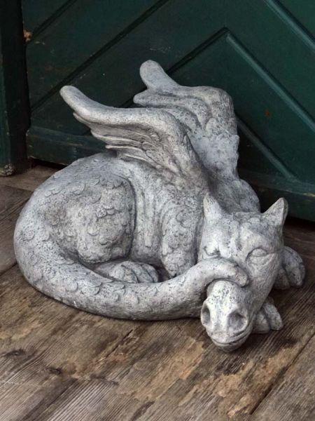 Schlafender Drache Steinfigur