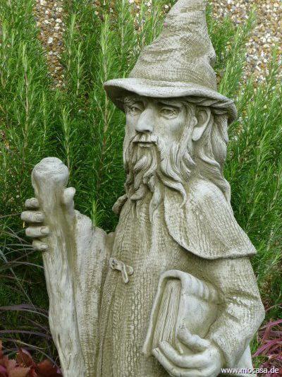 Zauberer Merlin aus Steinguss by Fiona Jane Scott Pheeberts