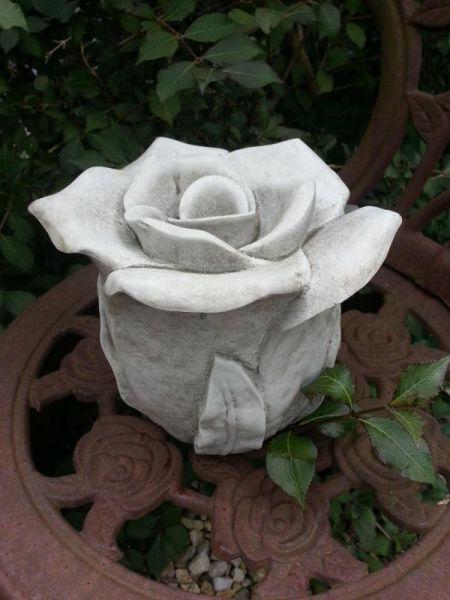 Rosenblüte aus Steinguss