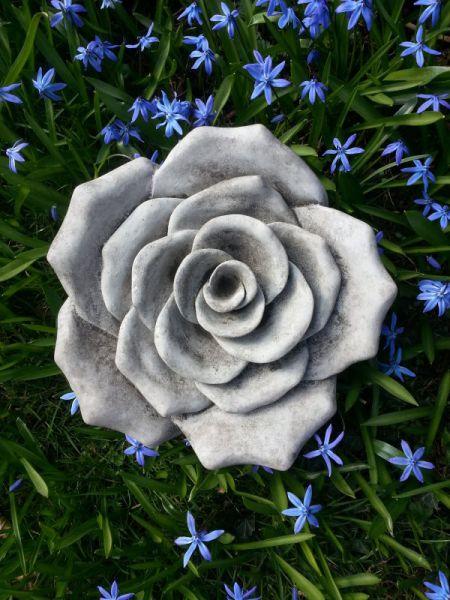 Rose aus Steinguss