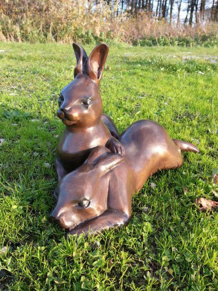 Bronzefigur Feldhasen liegend