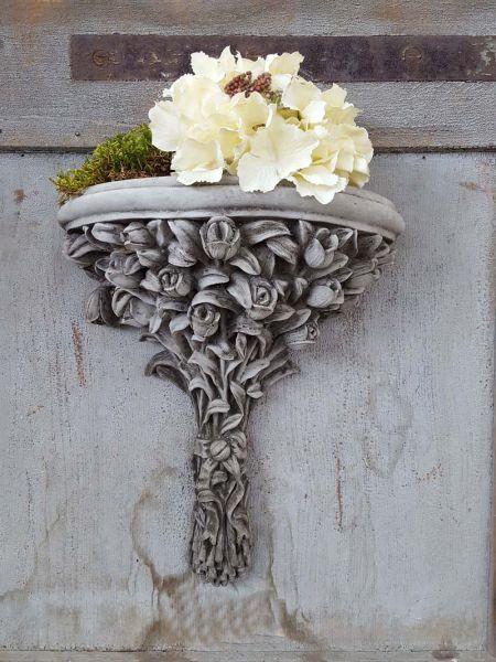 Wandkonsole Blumenstrauß