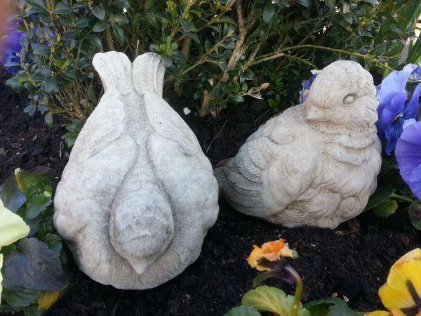 Spatzenpaar als Steinfigur