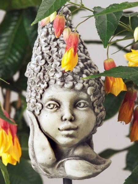 Steinfigur Blumenkind Flieder