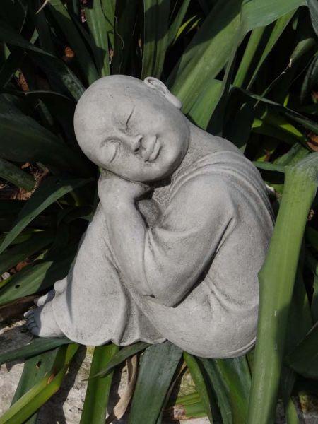 Mönch aus Steinguss
