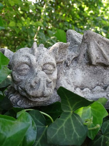 Sleepy Dragon aus Steinguss