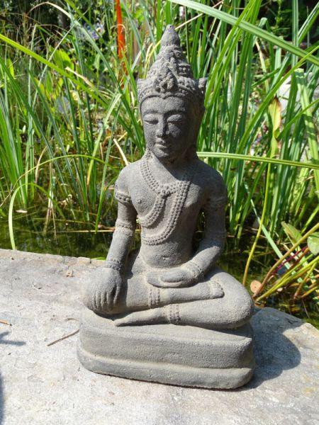 Sitzender Buddha Khmerstil aus Lavaguss